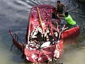 Akibat Mobil Yang Dinaiki Masuk Sungai 3 Orang Tewas 2 Keronis